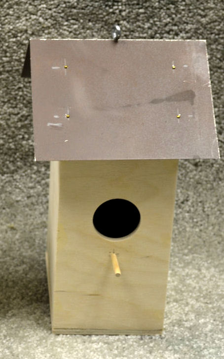Wood birdhouse wood base with metal roof 2 different for Different types of birdhouses