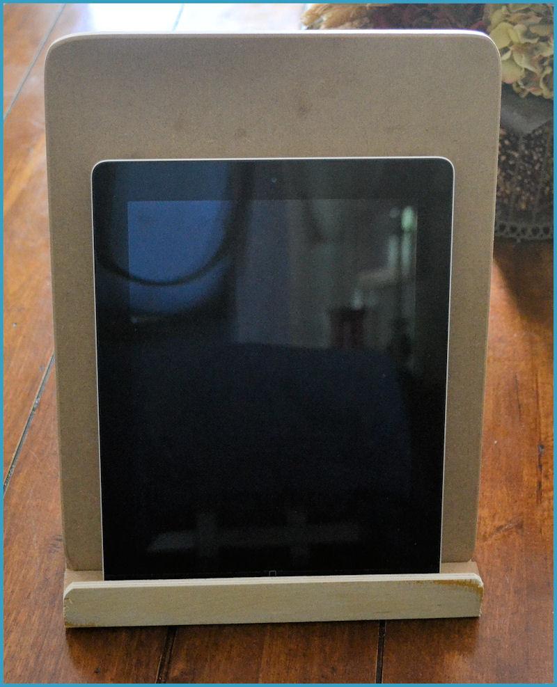 wood-easel-standing-161649-mdf-tablet-holder.jpg
