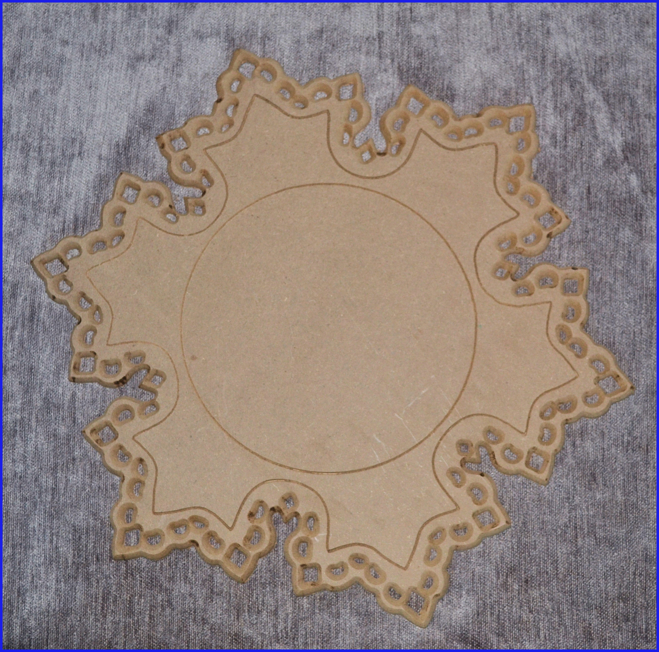 lw-snowflake-plaque-162411416.jpg