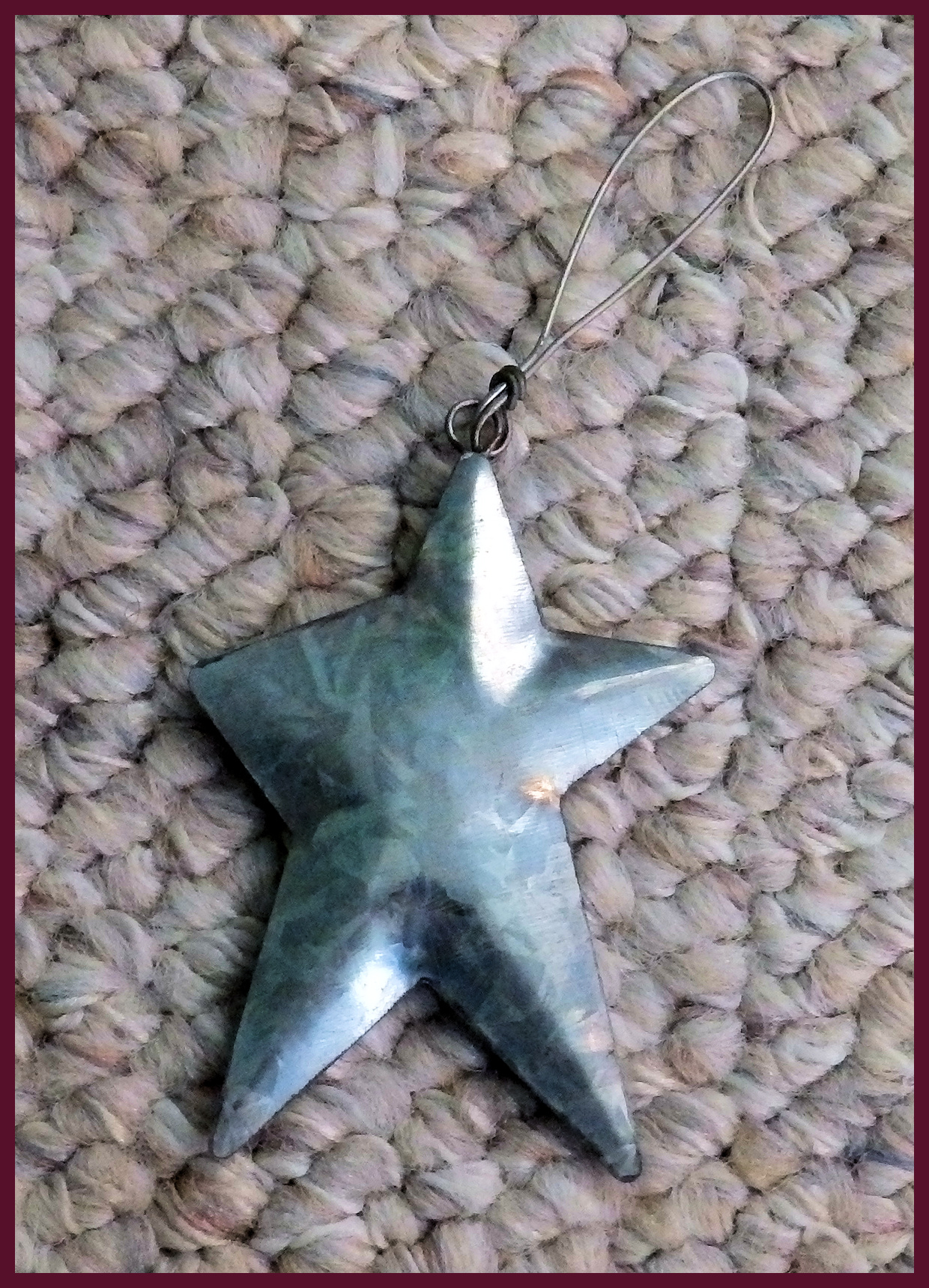 ornament-metal-3-inch-tin-star-with-hanger-to115.jpg